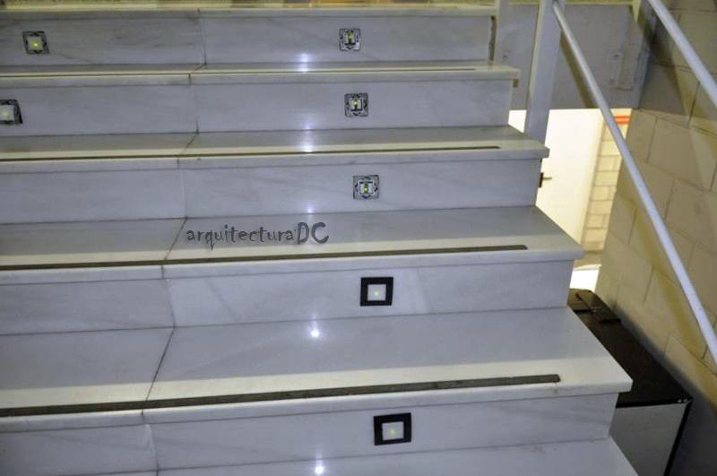 262 iluminaci n de emergencia en escaleras - Iluminacion de escaleras ...