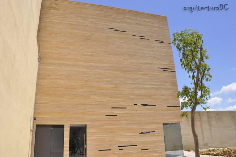 365 fachada de ladrillos y vidrio 1 de 2 for Fachada de ladrillo